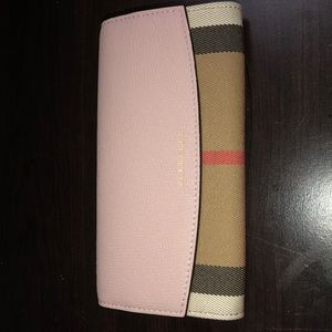 Burberry Womens Leather Continental Porter Wallet